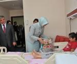 #FirstNisa Gul Cocuk Hastanesini Ziyaret Etti